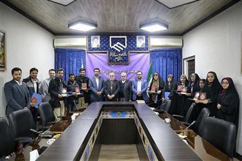 از نفرات برگزیده پنجمین جشنواره رسانه و مهندسی در قم تجلیل شد.