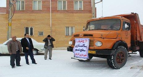 بازدید شهردار آذرشهر از امداد رسانی و نمک پاشی نیروهای خدمات شهری در معابر و خیابان ها