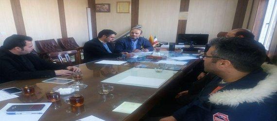 نشست صمیمی شهردار نیر به اتفاق کارکنان شهرداری با مهندس اخوان رئیس محترم اداره برق و کارکنان آن مجموعه برگزار شد