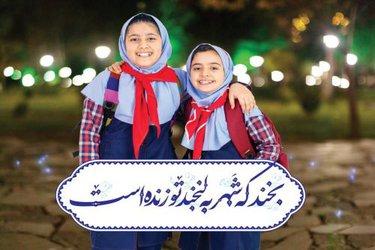 """اکران ۴۵۰ تابلوی کمپین """"لبخند شهر"""" در فضاهای تبلیغاتی مشهد"""
