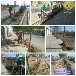 پاکسازی و جمع آوری خاکهای اضافی فضای سبز خیابانهای بوستان , گلستان , وحدت , ۷۲ تن شهید , سعدی و عطار