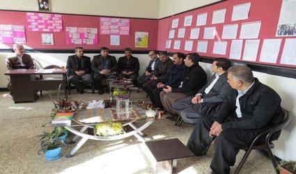 تجلیل شهردار پاوه از دانشآموز کیانا عبدالهیفر