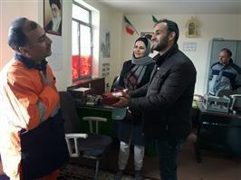 پاکبان امانتدار سنندجی کیف پول و مدارک بانکی را به صاحبش بازگرداند