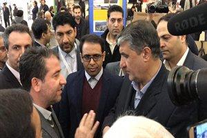 بازدید وزیر راه وشهرسازی از غرفه ستاد باز آفرینی شهری گیلان