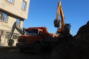 عملیات تعریض ۸ متری کوچه شبرنگ در محله غفور در حال اجرا است