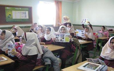 ۱۵۰۰ برگه بروشور آموزشی جلوگیری از یخ زدگی در بین دانش آموزان اشنویه توزیع گردید