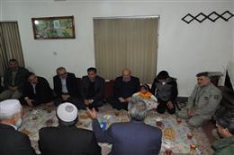 ریس سازمان حفاظت محیط زیست و هیات همراه به دیدار خانواده محیطبان شهید باشقره رفتند