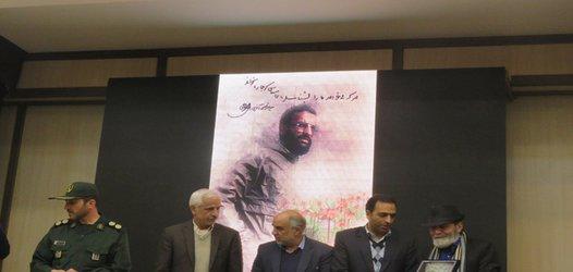 تجلیل از عکاس انقلاب  و عوامل فیلم مستند خونسار و روز بیست و پنجم