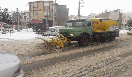 شهردار د ابهر از آمادگی کامل ستاد عملیات زمستانی شهرداری با استفاده از ۱۷۰ نیرو وتجهیز ماشین آلات سنگین برفروبی خبر داد.