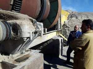 بازدید مهندس مهدلو شهردار زرند از کارخانه آسفالت شهرداری زرند و مراحل آماده سازی و نصب مشعل های این کارخانه.