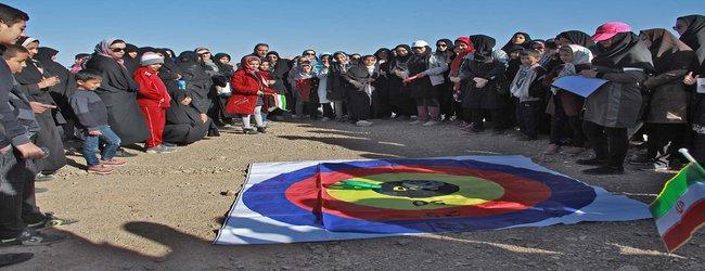 همایش پیاده روی خانوادگی به مناسبت روز هوای پاک به همت شهرداری طبس برگزار شد