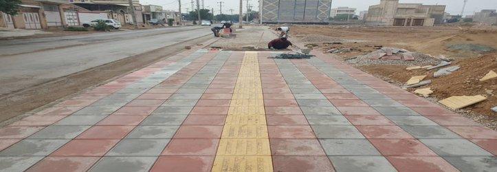 کفپوش گذاری پیاده رو خیابان باباطاهر توسط شهرداری خرمشهر