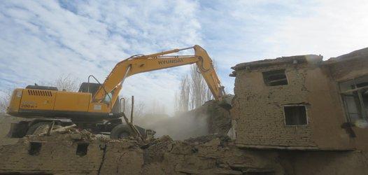 تخریب و رفع خطر ۲ واحد مسکونی در محله چهارباغ توسط واحد خدمات شهری شهرداری خوانسار
