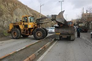 پاکسازی ترانشه بلوار ۲۴ متری کانی کوزله توسط واحد عمران شهرداری منطقه دو سنندج