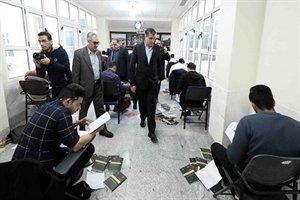 وزیر راه وشهرسازی ازمحل برگزاری آزمون نظام مهندسی در دانشگاه کاشان بازدید کرد