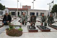 غبار روبی مزار شهدا درآستانه دهه مبارک فجر