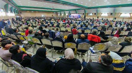 جشن تجلیل از دانش آموختگان توزیع برق زنجان همزمان با چهلمین سالگرد پیروزی انقلاب اسلامی برگزار شد