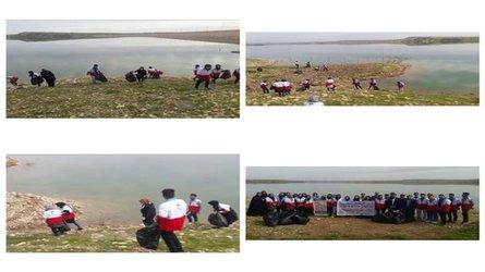 پاکسازی حاشیه دریاچه سد دویرج دهلران از زباله به مناسبت روز جهانی تالابها