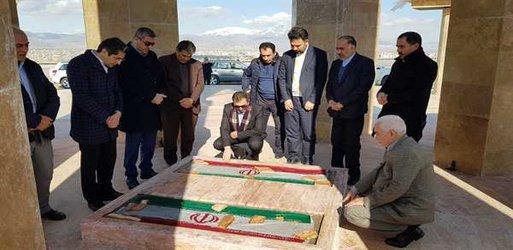 بازدید مهندس آرامون معاون استاندار آذربایجان غربی و مدیران شهری از پروژه تپه شهدای گمنام خوی