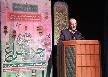 نگاه به انقلاب اسلامی در قالب هنر بسیار اثرگذار است
