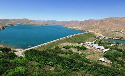 آغاز مرحله دوم رهاسازی آب از سد مخزنی مهاباد به سمت دریاچه...