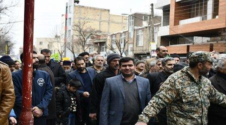 حضور شهردار و اعضای شورای اسلامی شهر و کارکنان شهرداری در راهپیمایی ۲۲ بهمن