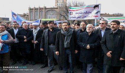 کارکنان شهرداری در کنار شهروندان تبریز پیام انقلاب را به گوش استکبار جهانی رساندند