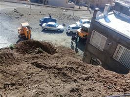 ریزش  ترانشه خاکی  باعث مسدود شدن ورودی منزل مسکونی در تعاونی غرب بافت در بلوار دکتر حسینی شد