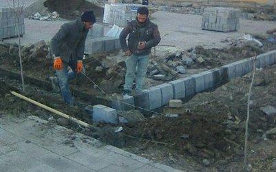 آغاز اجرای پروژه زمین فوتبال و والیبال چمن مصنوعی در پارک شمس تبریزی