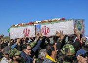 تشییع باشکوه پیکر پاک و مطهر پاسدار شهید علی خادم بر روی دستان مردم شاهین شهر