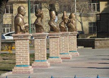 سردیس شهدا و مشاهیر شهر قزوین در بوستان مشاهیر نصب شد