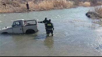 ۶ سرنشین خودرو لندرور در حال غرق شدن در پشت سد سنندج نجات یافتند
