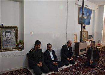 به مناسبت چهلمین سالگرد پیروزی انقلاب اسلامی شهردار بروجن با خانواده شهدای شهرداری دیدار و گفتگو کرد