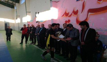قهرمانی تیم فوتسال امورآب وفاضلاب آشتیان  درمسابقات جام فجر