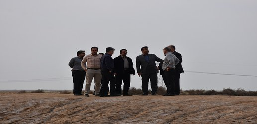 بازدید میدانی مدیر کل مدیریت بحران استان خوزستان به منظور انتقال آب به کانون ریزگرد کریت برومی