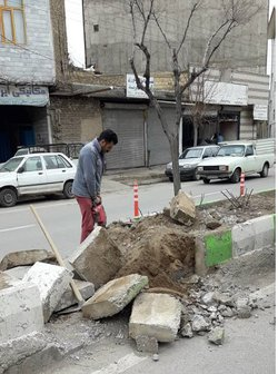 مناسب سازی گذرگاه عابر پیاده  و نصب علائم ترافیکی در بلوار شهید بهشتی
