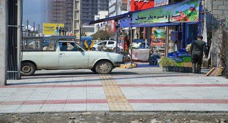 روابط عمومی شهرداری رامسر/ پیاده روسازی در میدان شهید رجایی جنب میدان بار توسط واحد عمران شهرداری رامسر
