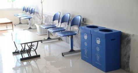 آغاز طرح تفکیک زباله از مبدا با توزیع مخازن کارتن پلاست پسماند در ادارات محتلف