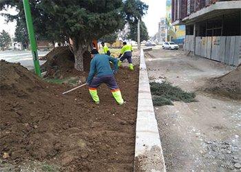 عملیات آماده سازی و بهسازی زمین ورزشی شقایق انجام شد