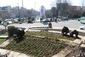 آغاز عملیات گلکاری پارکها و میادین سنندج با ۲۸ هزار جعبه گل و ۱۵ هزار گلدان