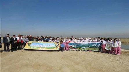 کاشت درخت در اراضی حاشیه تالاب صالحیه در روز بزرگداشت مقام شهید