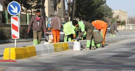 آغاز عملیات رنگ آمیزی جداول معابر و میادین شهر چناران در راستای طرح استقبال از بهار
