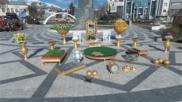 تصاویری از المان های نوروزی نصب شده در سنندج به مناسبت سال نو