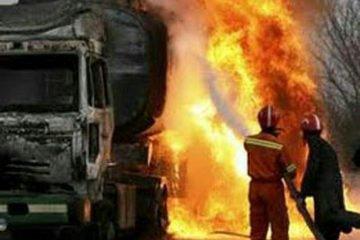 رئیس سازمان آتش نشانی شهرداری زرند خبر داد:آتش سوزی تانکر حامل سوخت در جاده زرند به راور