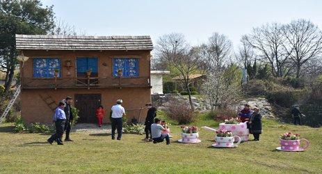 روابط عمومی شهرداری رامسر/ ساخت المان از مواد بازیافتی به همت واحد پسماند و طراحی شهری در انتهای بلوار معلم