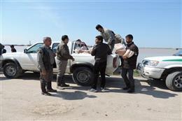 امداد رسانی محیط بانان استان گلستان به سیل زدگان شهرستان های گمیشان و آق قلا. پنجم و ششم فروردین ۹۸