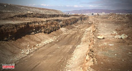 کانال دفع سیل و آب های سطحی خاوران، به طول سه کیلومتر در حال اجراست