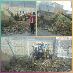 رفع خطر از دیوار تخریب شده در خیابان حافظ جنوبی کوچه شهید مشایی فرد که در اثر بارندگی های شب گذشته دچار ریزش شده بود