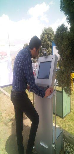 نصب و راه اندازی دستگاه وب کیوسک اطلاع رسانی هوشمند در ورودی شهر زرند