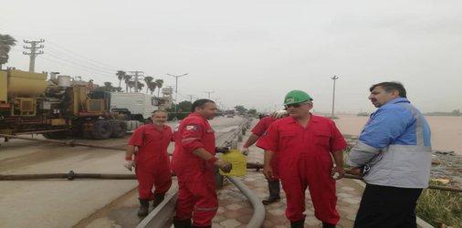 بازدید مدیر کل مدیریت بحران خوزستان از جاده ساحلی اهواز و وضعیت جلوگیری از فاضلاب به منازل و معابر